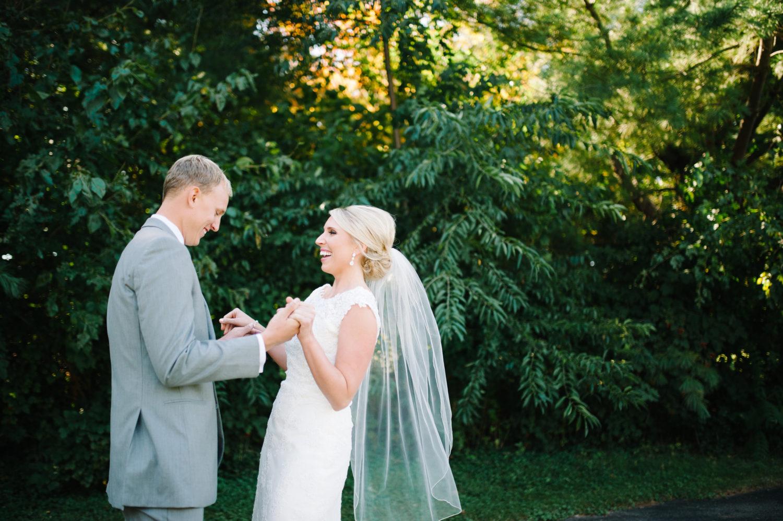 Find the best destination and Iowa wedding photographer.