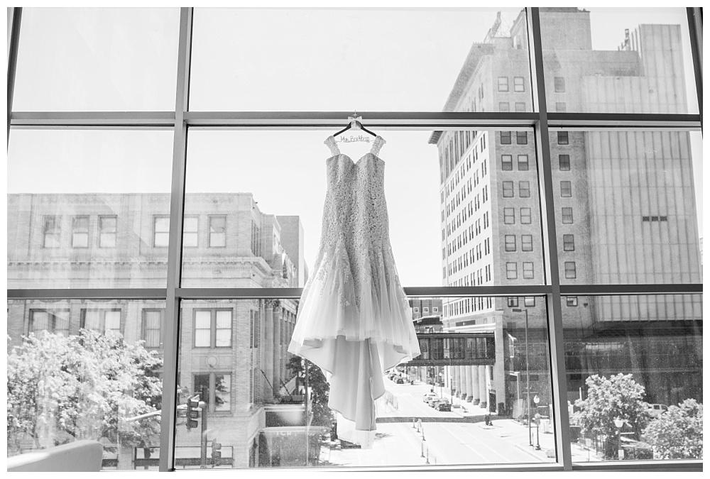 Stephanie Marie Photography Eastbank Venue and Lounge Cedar Rapids Iowa City Wedding Photographer Kelsey Austin Boekhoff_0002.jpg